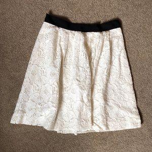 💛 Beautiful white lace skirt